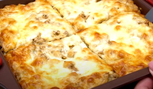 Jednoduchý a chutný recept na rodinnou večeři: Zapečené brambory s houbami. Trochu času a hotovo