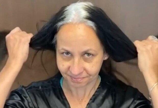 Kolorista  dokázal, že šedé vlasy jsou krásné: Ženy jsou výsledkem velmi potěšeny