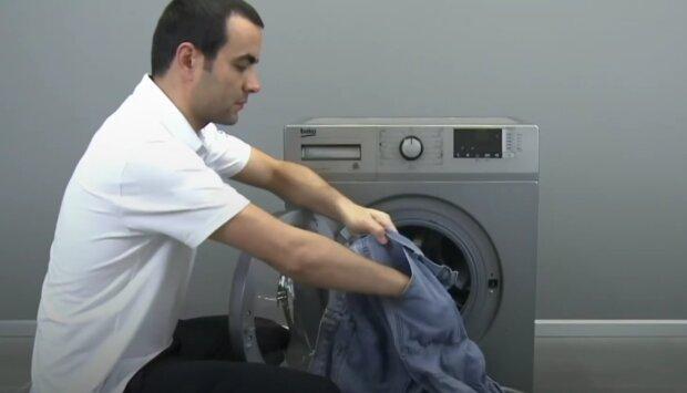 Jak správně vyprat džíny. Foto: snímek obrazovky YouTube