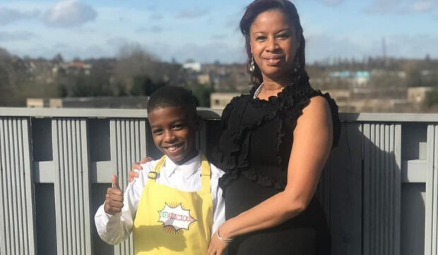 Jedenáctiletý chlapec, který trpí dyslexií, aby pomohl nemocné matce, se naučil vařit: jak žije nejmladší restauratér a autor kuchařky