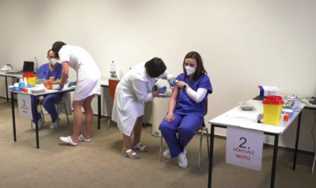 Očkování. Foto: snímek obrazovky YouTube