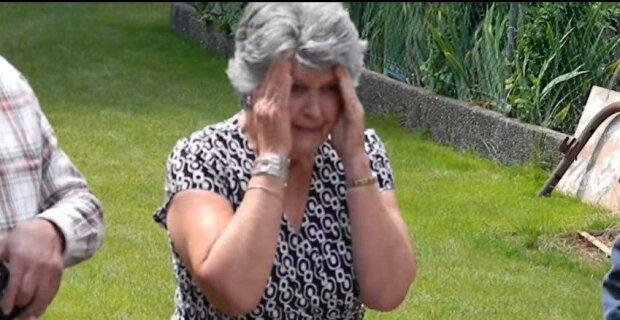 Babička se rozplakala, když uviděla plesové šaty vnučky