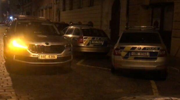 """""""Celkem zkontrolovali 56 lidí. Všichni byli oznámení příslušnému správnímu orgánu"""": Jak v centru Prahy probíhala nelegální párty"""