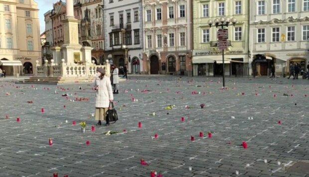 Na Staroměstském náměstí. Foto: snímek obrazovky YouTube