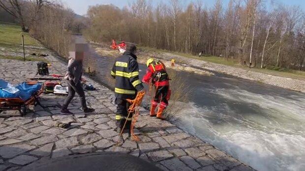 Záchranáři. Foto: snímek obrazovky YouTube