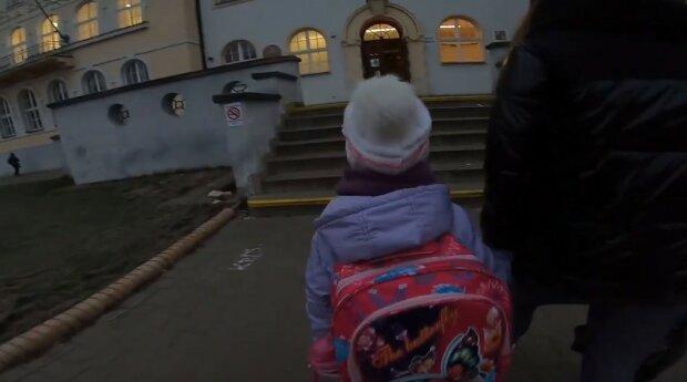 Ministerstvo školství upřesňuje: 12. dubna ne všechny školy otevřou dveře a ne pro všechny. Bylo známo, kdo bude pokračovat ve studiu na dálku